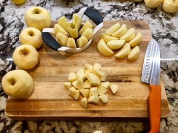 Apple-cutting-overview_applesauce